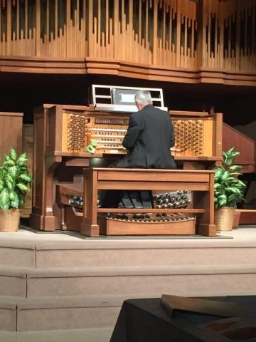 Allen Organist Hector Olivera