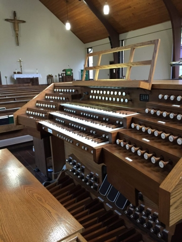 French Console on Allen Organ, Christ the King Lutheran in Birmingham, Alabama