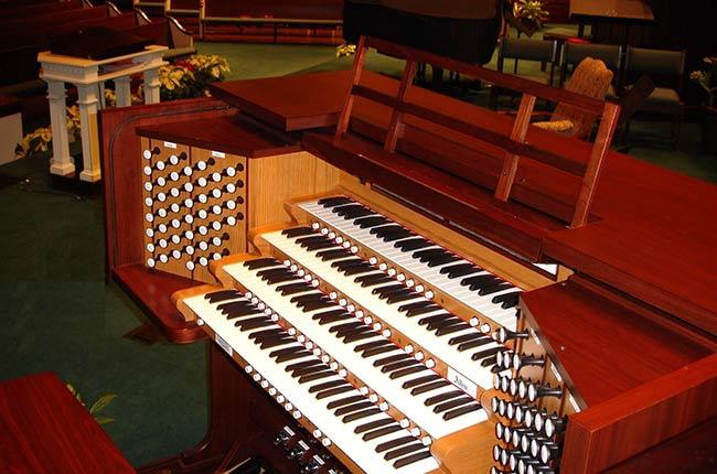 Allen 4 Manual Organ, Frazer Methodist Church in Montgomery, Alabama